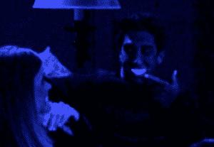 Les dents de Ross trahissent ses efforts d'écoute active
